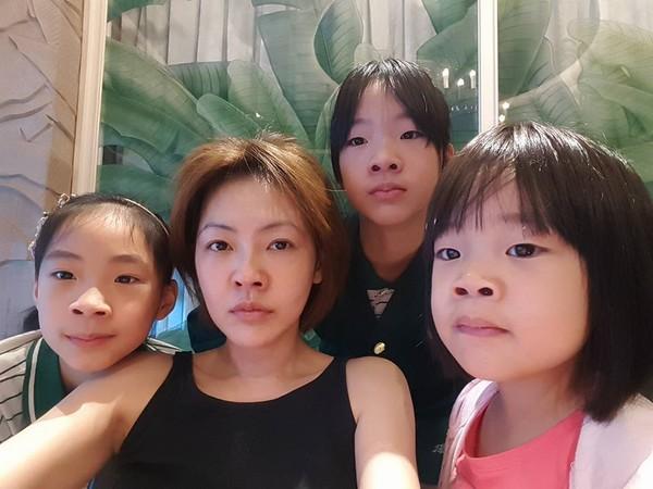 小S三个女儿超幸福