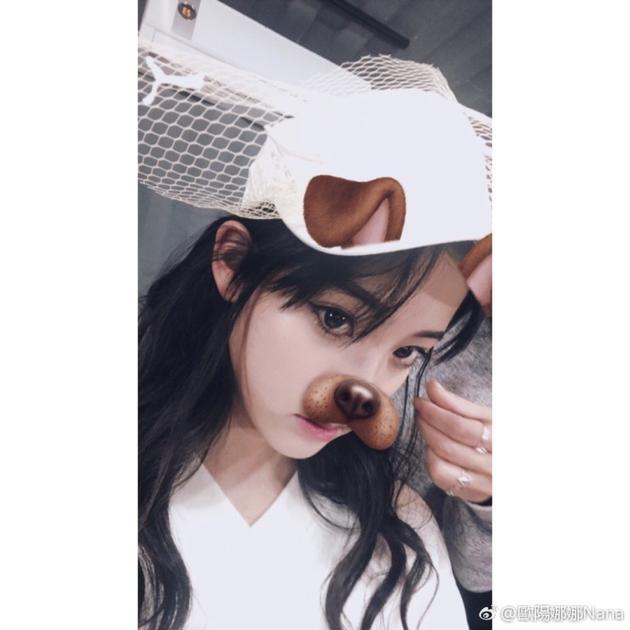 欧阳娜娜妩媚猫眼妆抢镜