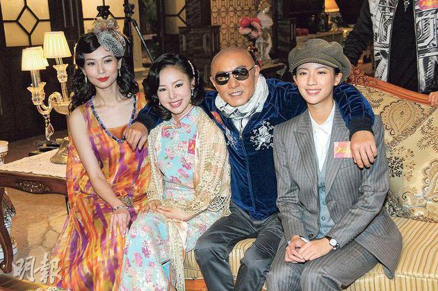 张卫健有三位美女杨秀惠、谭凯琪及蔡思贝相伴,十分有艳福。