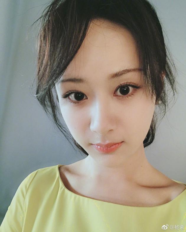 杨紫晒自拍