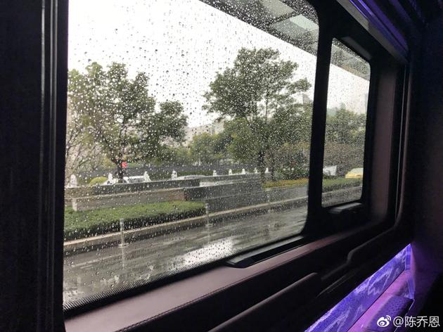 陈乔恩自曝去哪儿拍戏都下雨