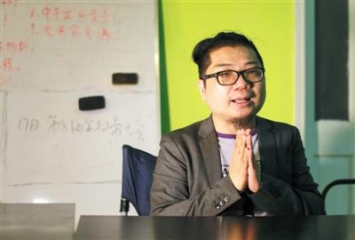 """程青松,中国电影""""金扫帚奖""""创办人。新京报记者 浦峰 摄"""