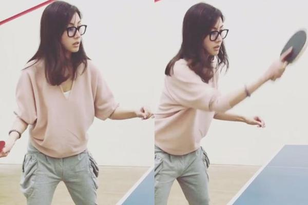 李嘉欣戴眼镜打乒乓运动范足