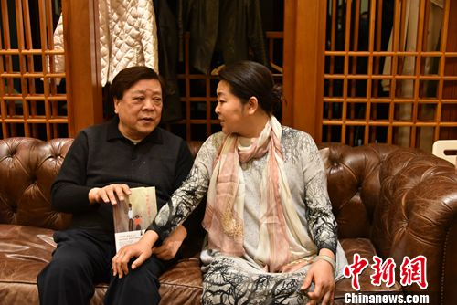 倪萍与赵忠祥合影。北京长江新世纪供图