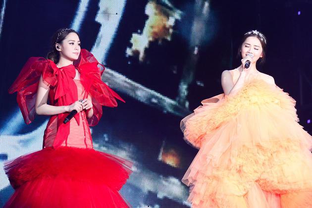 Twins演唱会新长裙
