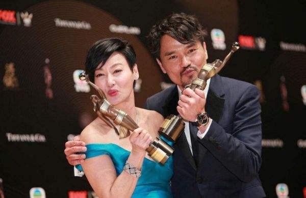 林家栋晒奖杯 集齐本年度香港电影三大奖影帝