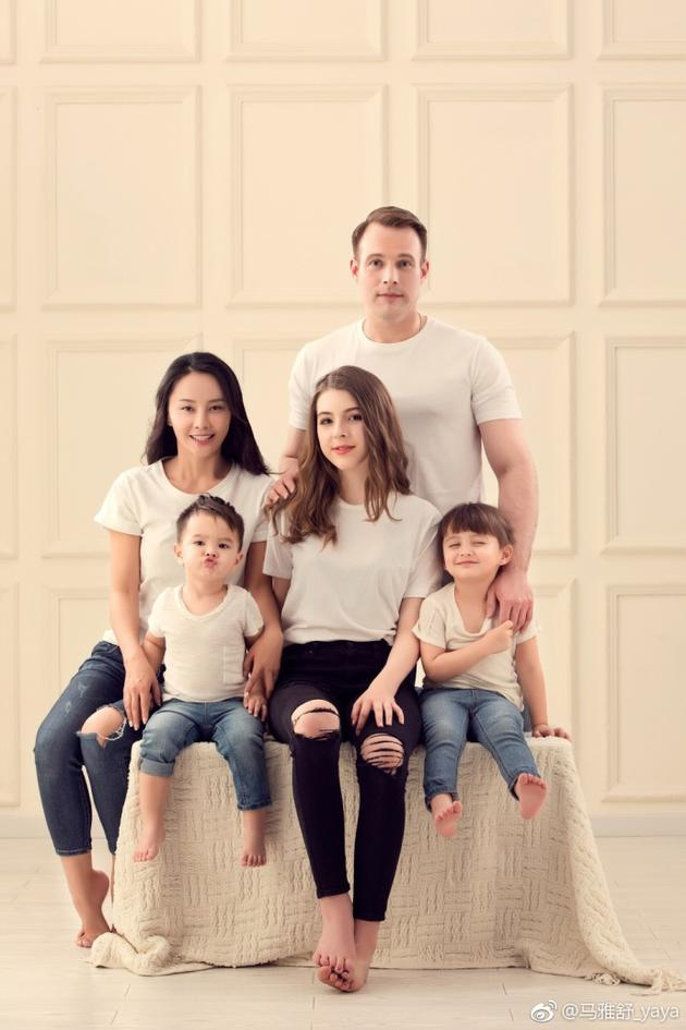 马雅舒微博晒全家福 称老公和孩子就是她的幸福
