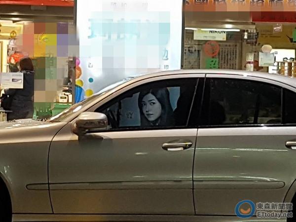 陈妍希开车被偷拍露凶狠表情?拉近一看网友全笑疯
