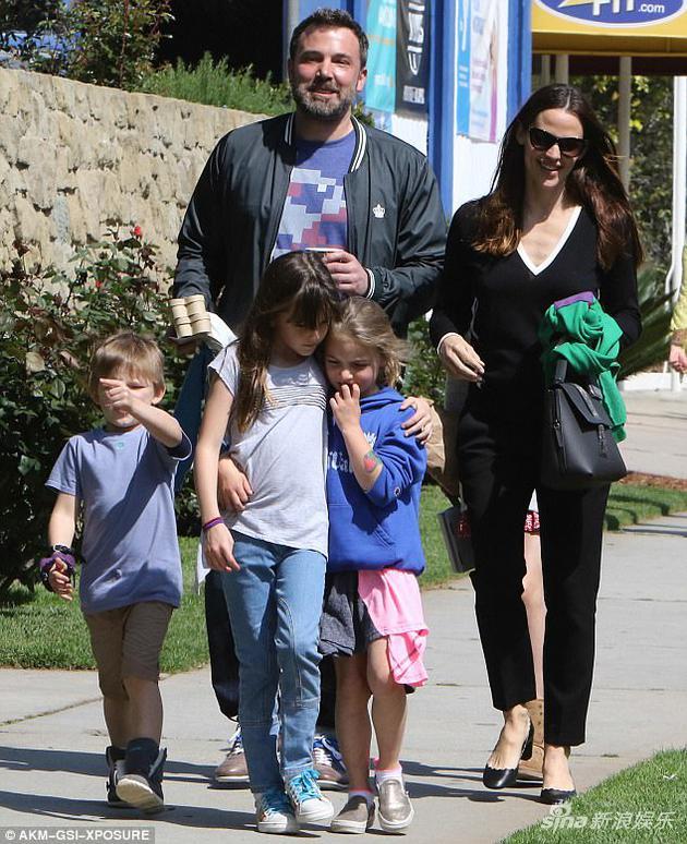 詹妮弗、本和三个孩子
