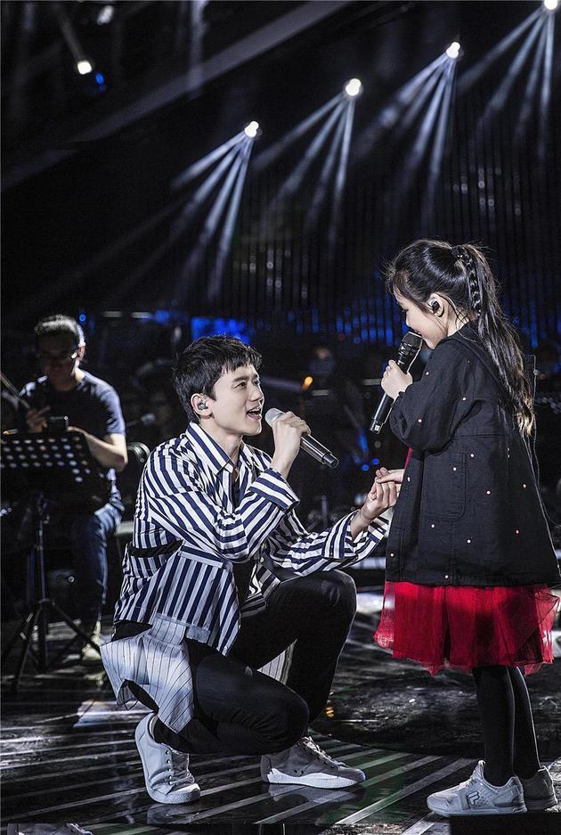 洪涛发长文为张杰打气 称其是中国最好的男歌手