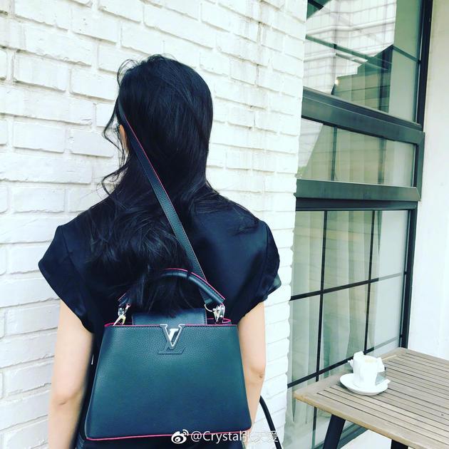 张天爱晒花式背包法