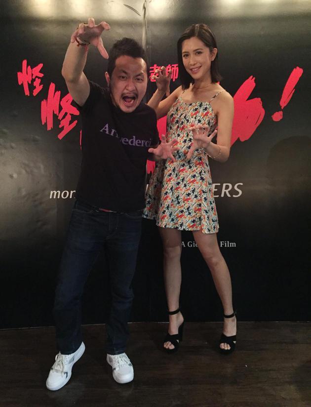 导演九把刀(左)与演員刘奕儿宣传新片