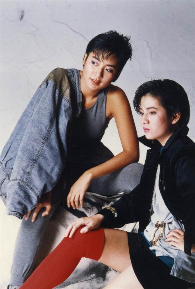 曾哲贞当年演出电影《我有话要说》走红(右)