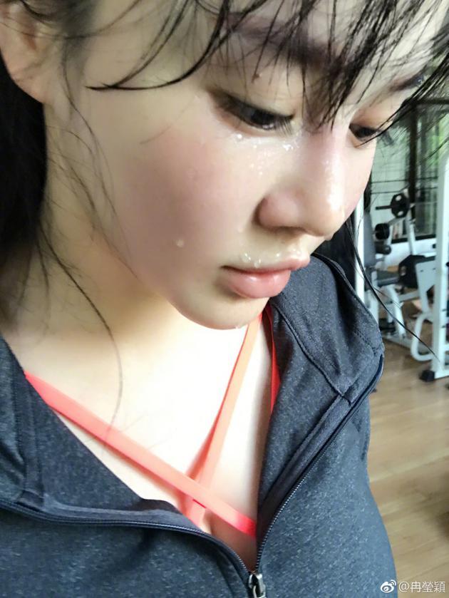 冉莹颖晒晨起运动照  网友:充满正能量的辣妈