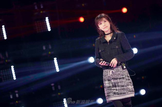 韩丹彤钢琴自弹自唱《演员》 却三票之差遭淘汰