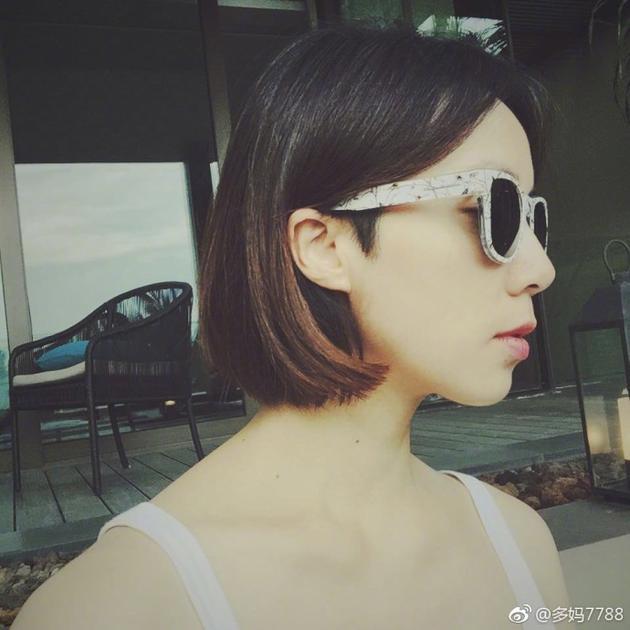 孙莉 黄磊/4月26日晚,黄磊老婆孙莉在微博晒出一张侧颜照。...