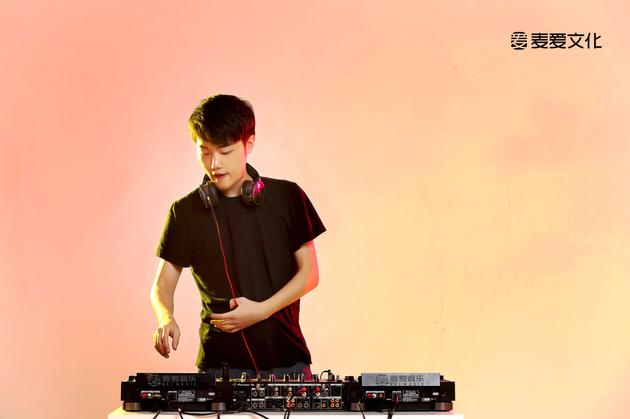 徐梦圆正式签约麦爱 新单曲《U And Me》将上线|徐梦圆|签约|单曲_新浪娱乐_新浪网