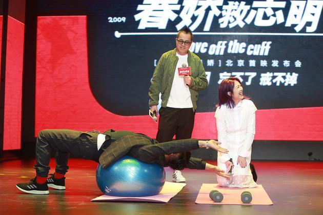 余文乐首映礼使用瑜伽球展现柔软身段