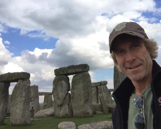迈克尔贝重建了一座巨石阵只是为了炸掉它