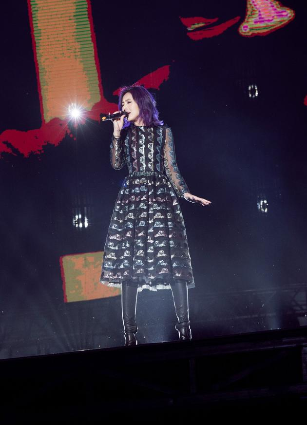 杨千嬅五月天大连演唱会上深情演唱