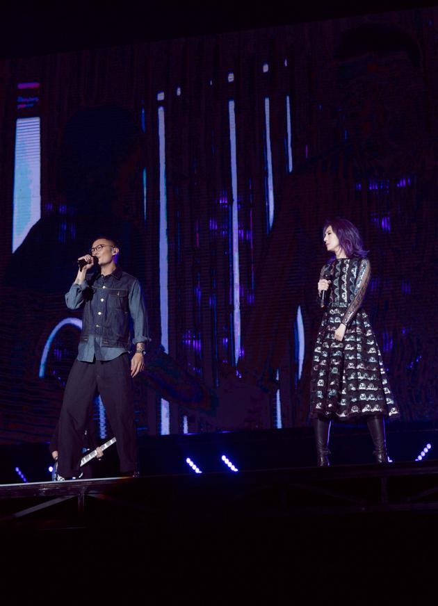 余文乐杨千嬅五月天大连演唱会唱《突然好想你》