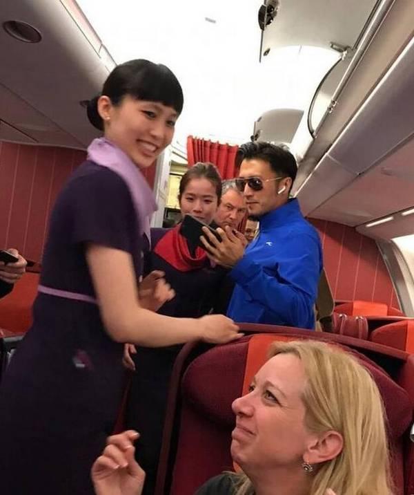 谢霆锋从巴厘岛独自飞香港 网友:怎么不见王菲?