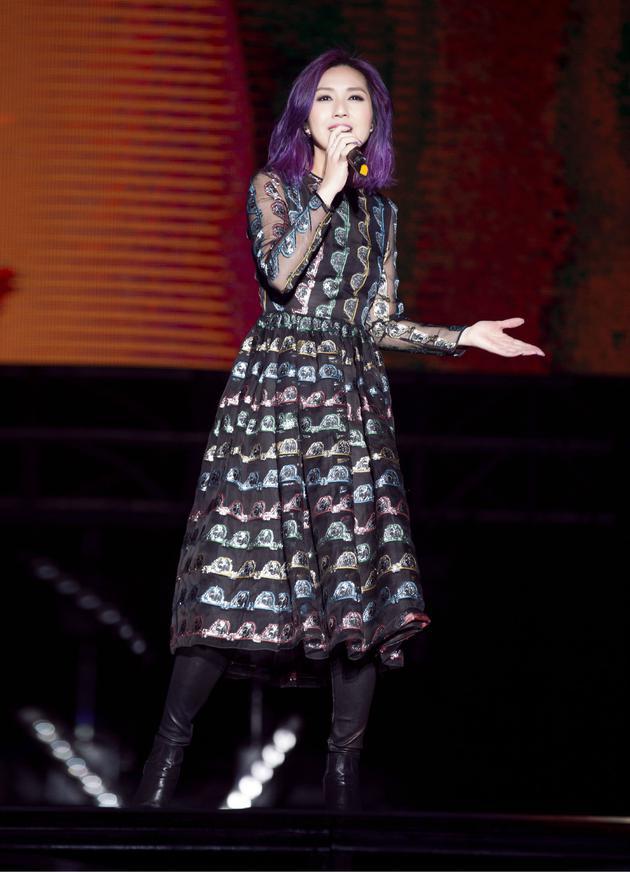 杨千嬅五月天演唱会投入歌唱