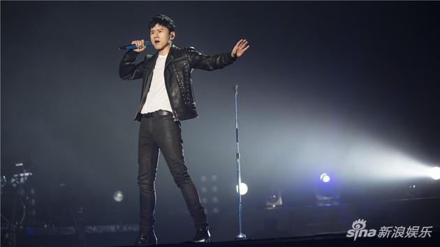 张杰我想世界巡演登陆青岛 再唱《歌手》热歌