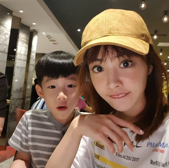 """与锦荣分手4个月 蔡依林""""约会""""小鲜肉如少女"""