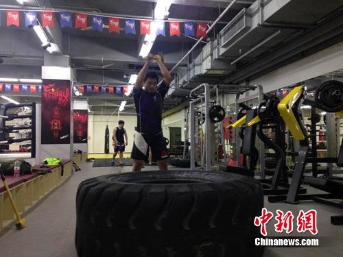 图为徐晓冬在拳馆。中新网记者 徐朋朋 摄