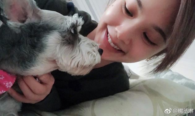 杨丞琳晒出与爱狗的合影