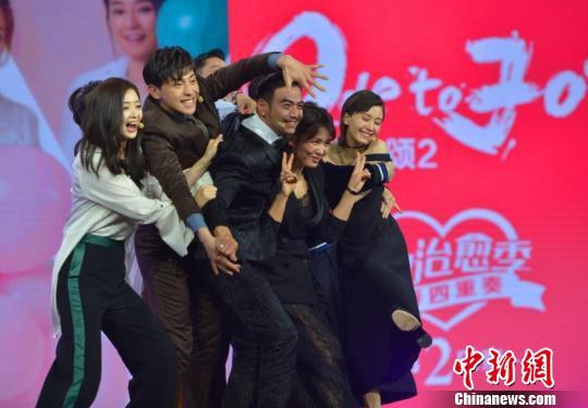 """《欢乐颂2》发布会:杨烁现场向刘涛深情""""求婚"""""""