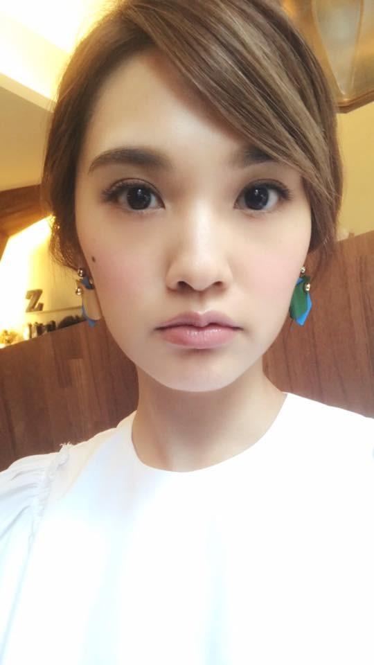 """杨丞琳4日晒自拍照,却被一位网友质疑""""整到快认不出"""""""