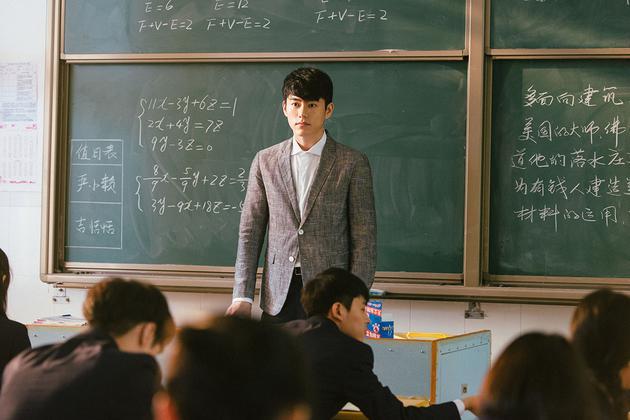 李程彬饰肖伟哲老师