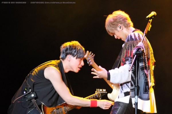 表演中吉他手突伸手到他裤裆前 罗志祥:要干嘛