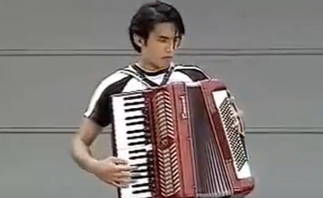 周杰伦谈手风琴