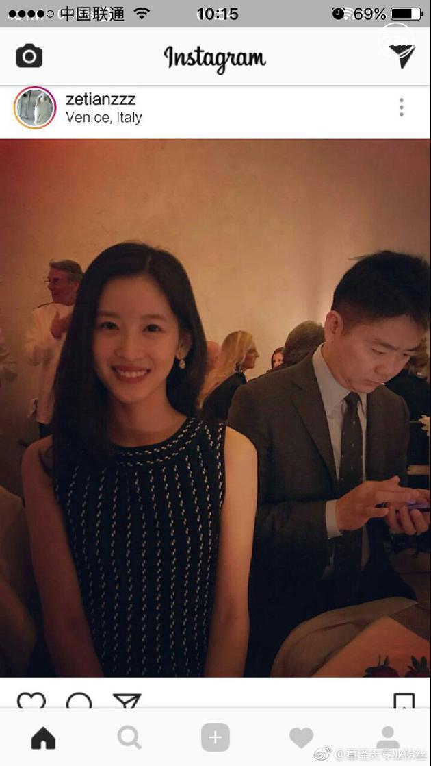 奶茶妹妹晒与老公合照秀恩爱 刘强东一旁玩手机