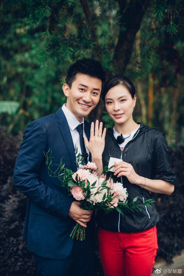 吴敏霞宣布与张效诚结婚喜讯 邓超送上祝福:恭喜