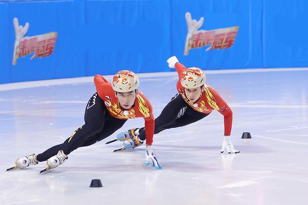 《来吧冠军2》贾乃亮挑战冰上特技 宋茜艺能爆发
