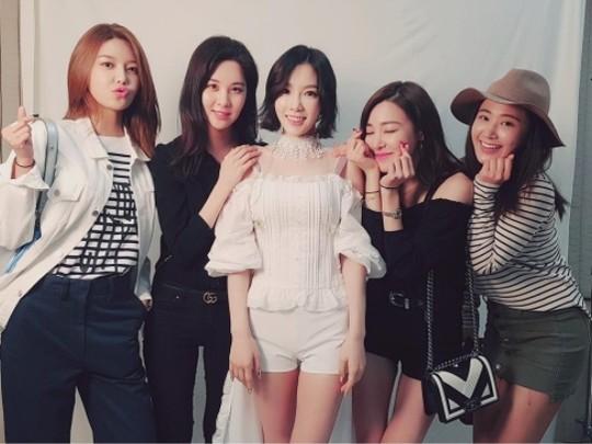 秀英、徐贤、Tiffany、Yuri为泰妍单独演唱会应援 十年友情不变