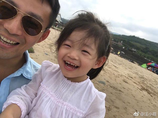 儿子生日汪小菲带女儿去海边 小玥儿越来越好看啦