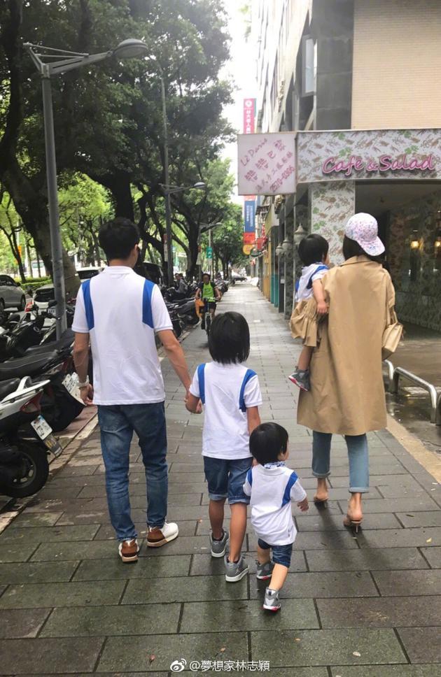 林志颖全家出动过母亲节 父子四人穿亲子装超温馨