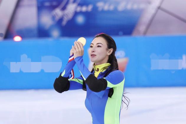 《冠军》张柏芝挑战速滑 冰上360度旋转惊艳登场