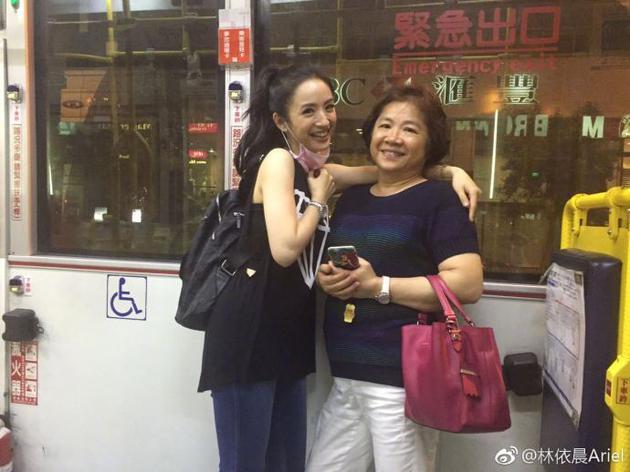 林依晨和母亲