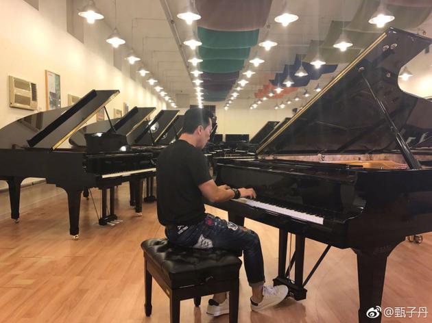 文武双全!甄子丹在郎朗面前弹钢琴被赞很棒