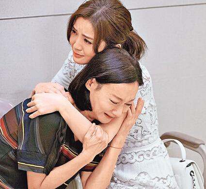 阿Sa与惠英红斗演技 一就位就入戏相拥痛哭