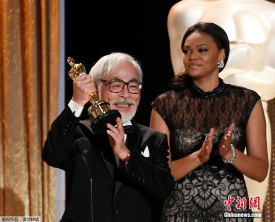 2014年11月9日,日本动画大师宫崎骏获颁奥斯卡终身成就奖,他亲自出席领奖。