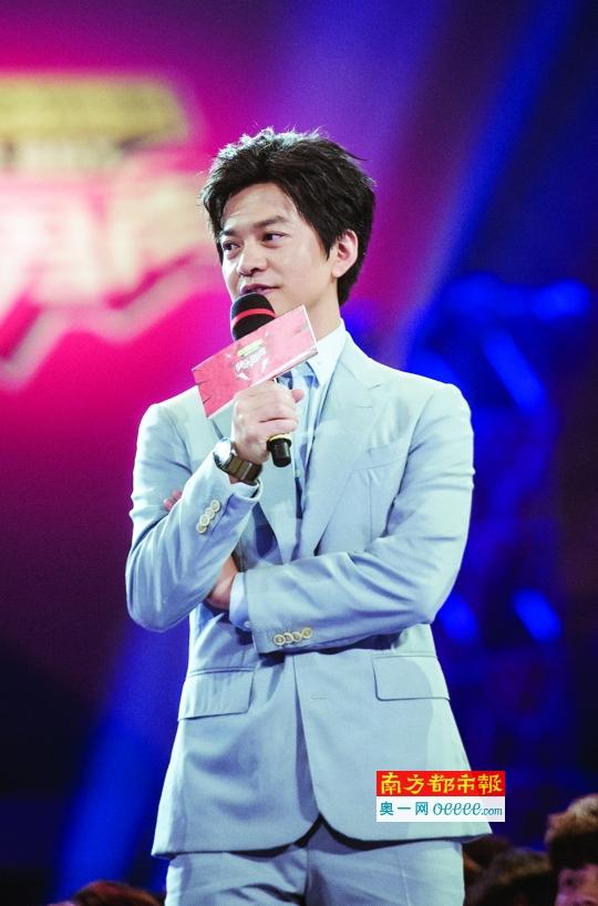 """李健在现场发布会上发挥了""""段子手""""的才能,希望选手不要太""""成熟""""。"""