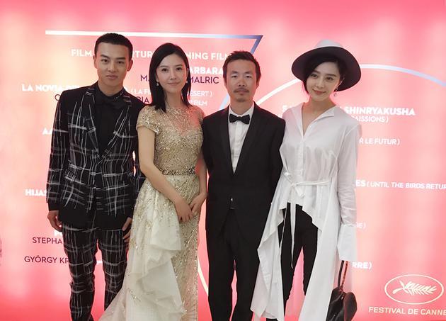 《路过未来》戛纳首映 尹昉为杨子姗拎裙摆显绅士