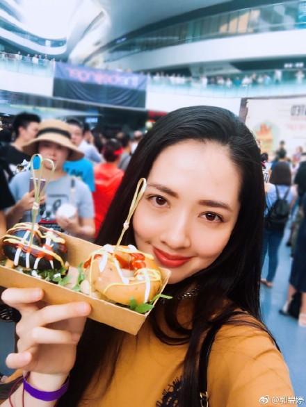 郭碧婷521晒双份面包礼物配美照 网友:有情况?